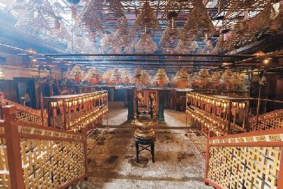 Opfergaben im Man Mo Tempel