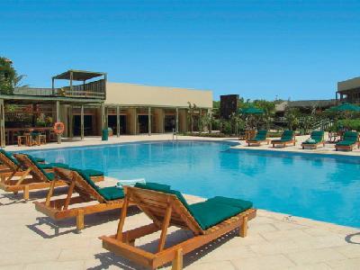 Pool vom Finch Bay Hotel