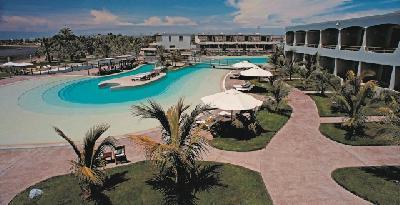Poolbereich im Hacienda Bahia Paracas
