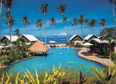 Pool und Resort (c) A. Crouchley