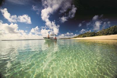 Boot vor Tonga (c) J. Blackwood